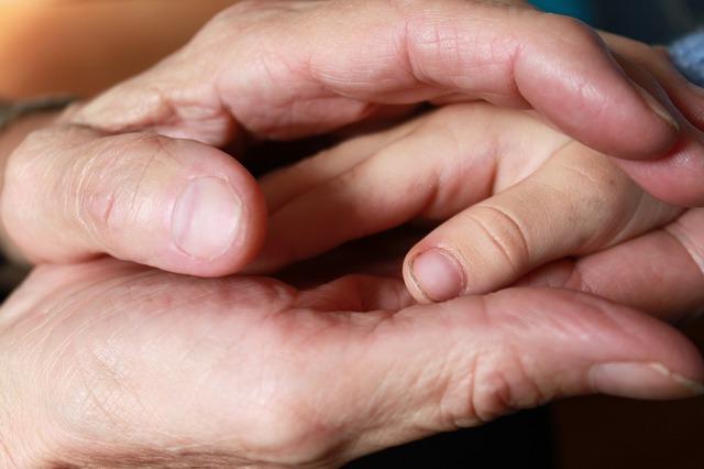 hand-619735_640