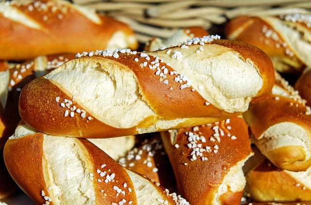 pretzels-1491789_640