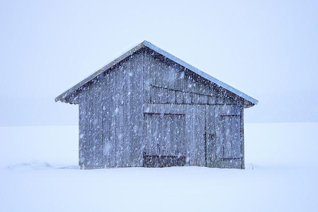 hut-1025011_640